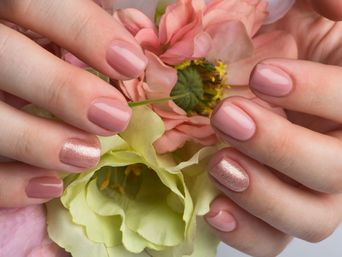 "Course ""Combined manicure and gel polish coating"""